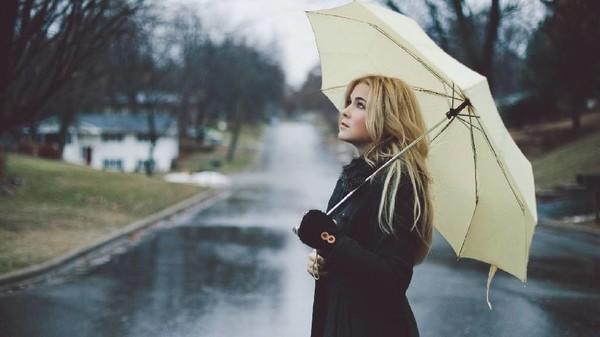 blondinka-pod-dozhdem-foto-3